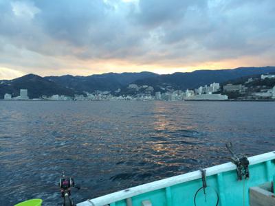 夕暮れの熱海港